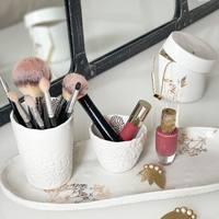 Nous adorons l'idée de détourner de la vaisselle Myriam Ait Amar  À qui avez vous envie de souffler cette idée 💬 ?  #clermontferrand #clermontfd #jalousesstore #conceptstore #siteenligne #clfd #style #ootd #outfit #mode #fashion #pretaporter #eshop #ecommerce #boutiqueenligne #déco #décomaison #myriamaitamarceramics