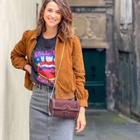 Elégante et décontractée avec cette jupe en jean et cette veste camel en daim @idanoparis 😍  t-shirt @brewster_paris baskets @rivecour sac @petitemendigote  Que pensez-vous du grand retour de la jupe en jean coupe midi pour cette saison ? 🍂  #clermontferrand #clermontfd #jalousesstore #conceptstore #siteenligne #clfd #style #ootd #outfit #mode #fashion #pretaporter #eshop #ecommerce #boutiqueenligne