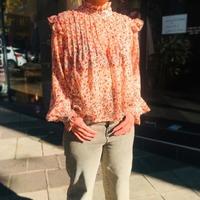 Une belle journée pour se préparer à vous retrouver ! 🎉 . . Blouse @opullenceparis👉💻 https://www.jalouses-store.fr/chemises-blouses/10012231-9179-chemise-opullence-lulabelle-imprime-rose-2900100122313.html#/56-haut-xs  . Jean @redlegend.officiel👉💻 https://www.jalouses-store.fr/pantalons/10012140-8865-pantalon-red-legend-kaia-boyfriend-trench-coat-2900100121408.html#/32-bas-24us  . Manteau @hod_paris💻👉 https://www.jalouses-store.fr/manteaux-vestes/10011778-7684-manteau-hod-voltaire-ricotta-2900100117784.html#/45-haut-36  . Baskets @p448 👉💻 https://www.jalouses-store.fr/baskets/10011628-7159-baskets-p448-skate-blk-gold-2900100116282.html#/60-chaussures-36 . WWW.JALOUSES-STORE.FR . #hodparis #redlegend #p448 #opullence ##clermontferrand #conceptstore #myauvergne #monclermont #clermontcity #clfd #siteenligne #shoppingenligne #jalousesstore
