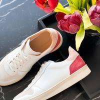 L'indispensable de votre placard à chaussures, les sneakers blanches qui vont avec absolument tout !  Sneakers Rivecour  #style #ootd #outfit #outfitoftheday #mode #fashion #sneakers #sneakersaddict #basketblanche #eshop #ecommerce #boutiqueenligne #rivecour #jalouses #clermont #clermontfd #clermontferrand