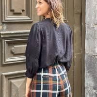Total look british avec le pantalon écossais palazzo @frnchparisofficiel, la blouse en dentelle noire @idanoparis et ces magnifiques mocassins vernis à semelles crantées @bobbies ! 👞  Quel est votre style de pantalon préféré pour la saison ? 🍁  Veste @frnchparisofficiel  #clermontferrand #clermontfd #jalousesstore #conceptstore #siteenligne #clfd #style #ootd #outfit #mode #fashion #pretaporter #eshop #ecommerce #boutiqueenligne